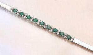 Armband mit Smaragden und Brillanten, WG 750/000, 9 rundfacett. Smaragde zus. ca. 1.65 ct, 20