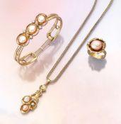 Ausgefallenes 14 kt Gold Schmuckset mit Perlenund Brillanten, best. aus: Armreif, 3