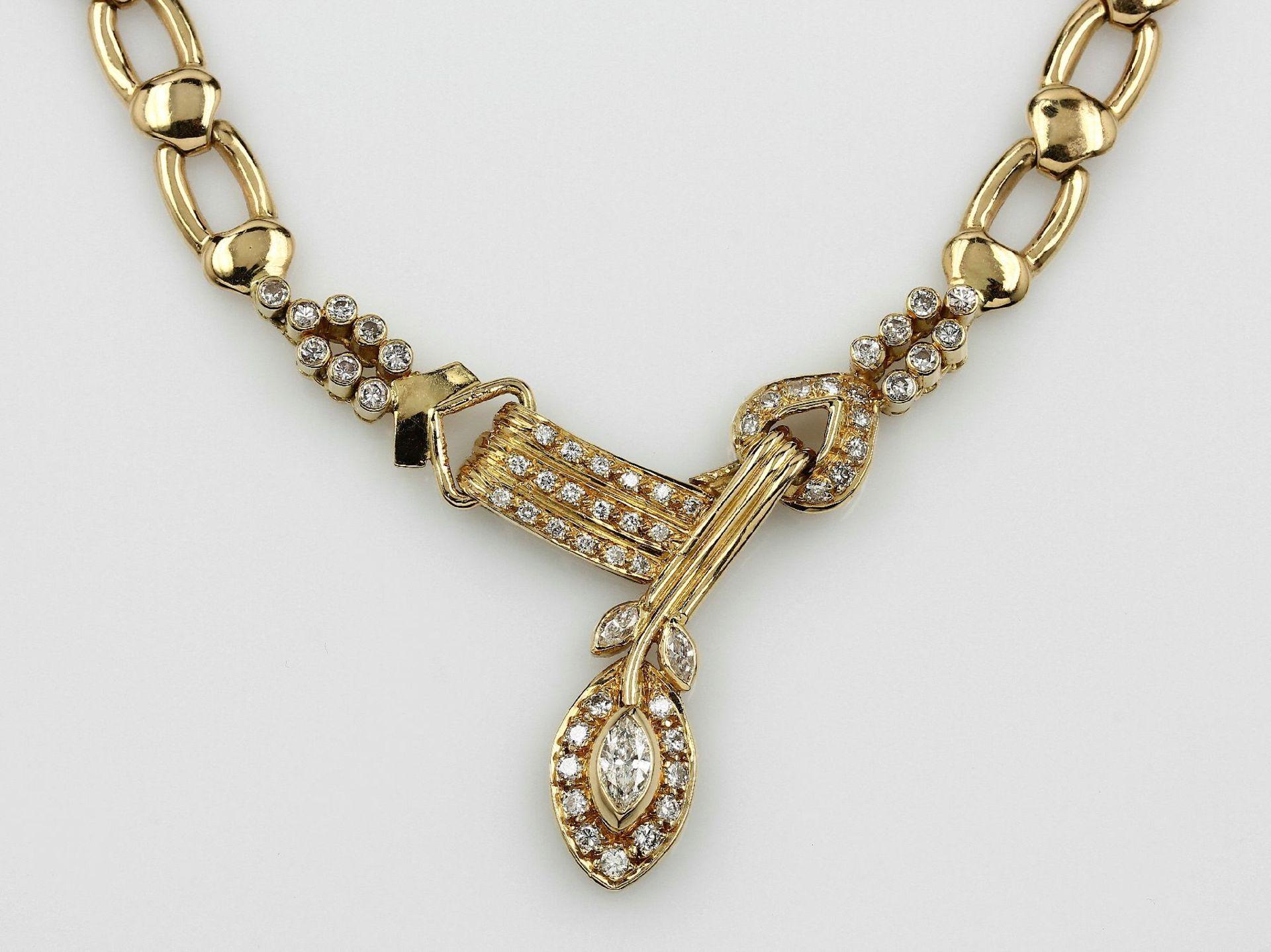 Los 21515 - 18 kt Gold Collier mit Diamanten, GG 750/ 000, 3 Diamantnavettes ca. 0.40 ct Weiß/p, Brillanten zus.