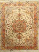 Täbriz fein, Persien, ca. 40 Jahre, Korkwolle mit Seide, ca. 199 x 156 cm, EHZ: 2(