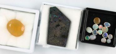 Lot lose Opale zus. ca. 79.70 ct, 1 x Opalplatte, 1 x Opal, facett., 14 x Opalcabochons Schätzpreis: