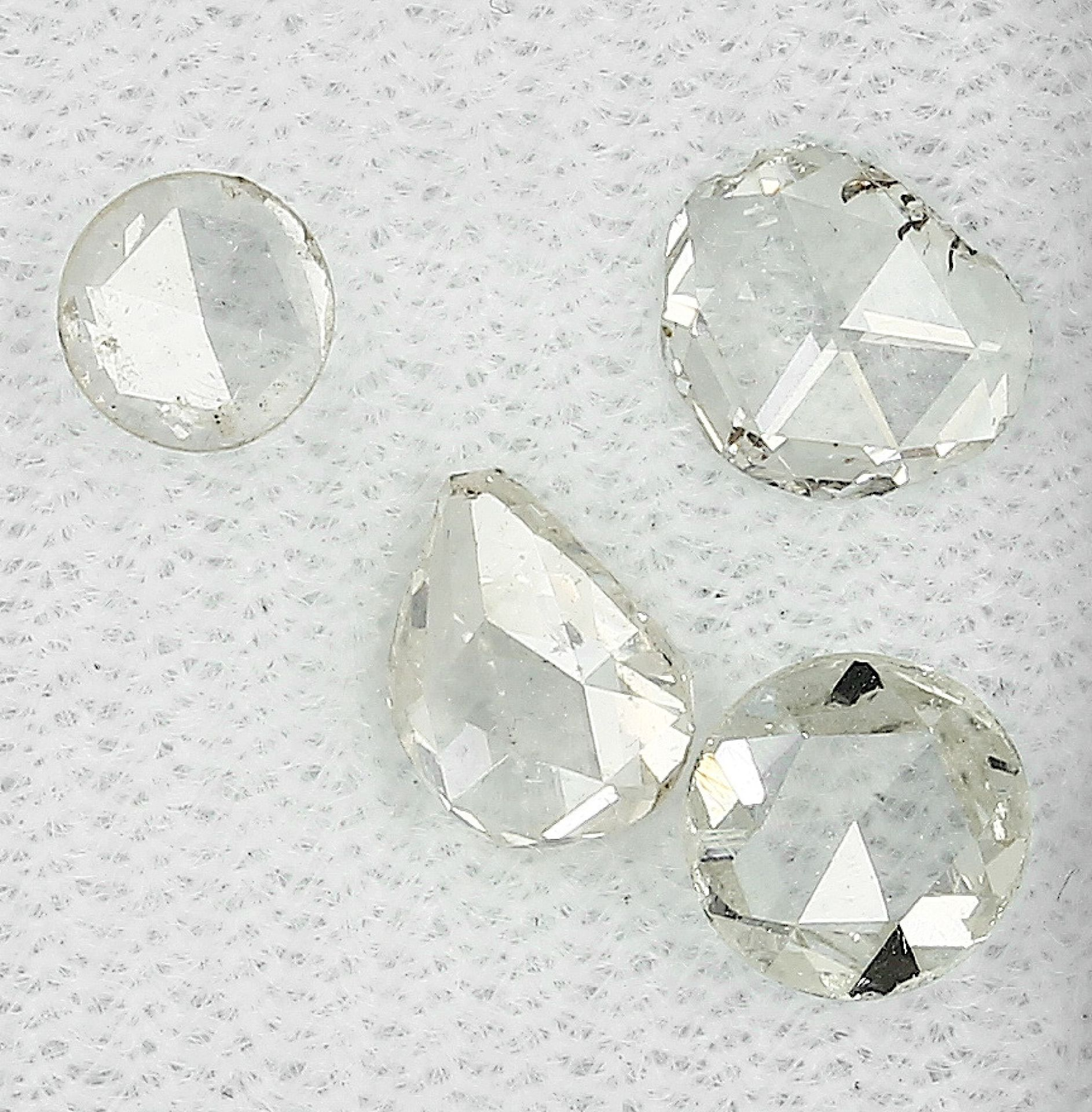 Lot 4 lose Diamantrosen, zus. ca. 1.83 ct, l.get.Weiß-get.Weiß/p1, AusfaßwareLot 4 loose diamond