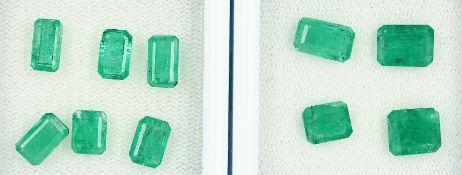 Lot 10 lose Smaragde, zus. ca. 13.2 ct, im Emerald-Cut, versch. Größen Schätzpreis: 2400, - EURLot