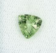 Lose Granat-Triangel 1.46 ct, yellowish green, 7.34 x 7.80 x 3.97 mm, mit Expertise Schätzpreis: