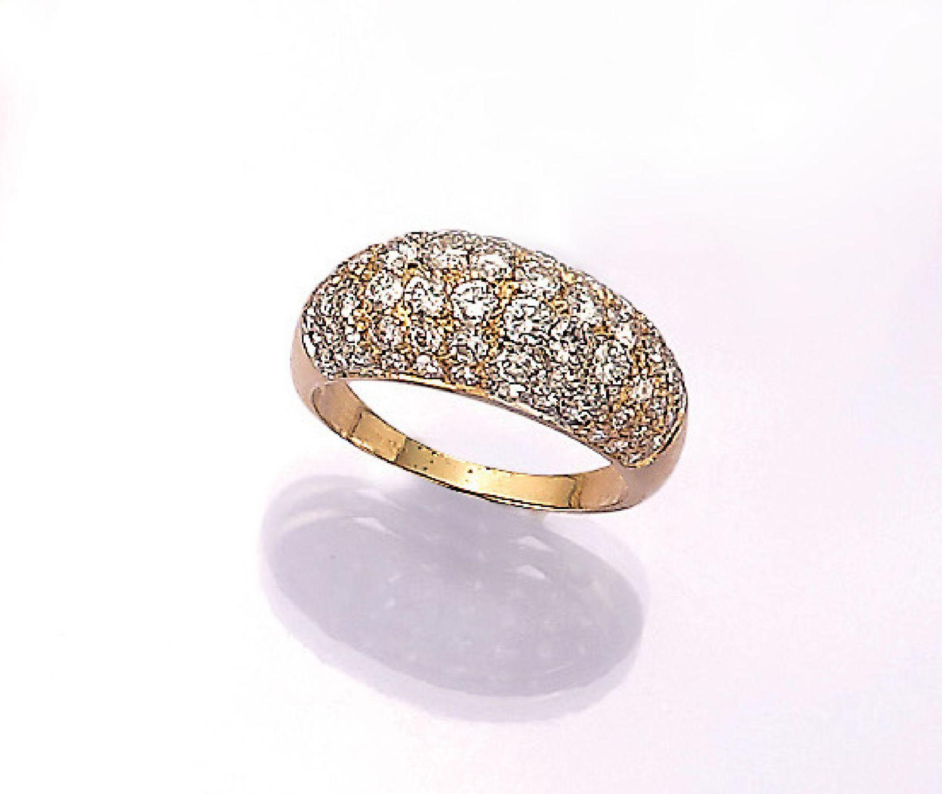 Los 31532 - 18 kt Gold Ring mit Brillanten, GG 750/000, Brillanten zus. ca. 1.50 ct feines Weiß-Weiß/vvs-si,