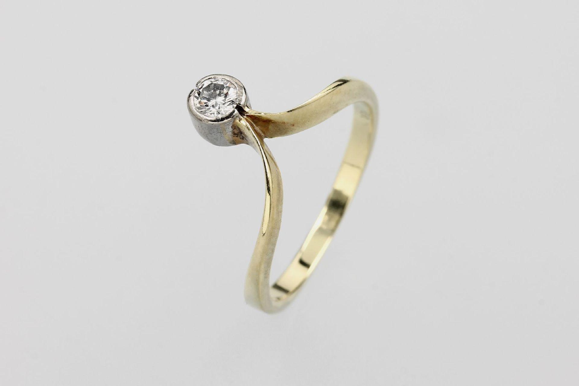 14 kt Gold Ring mit Brillant, GG/WG 585/000, Brillant ca. 0.19 ct Weiß/si, total ca. 3.0 g, RW 55