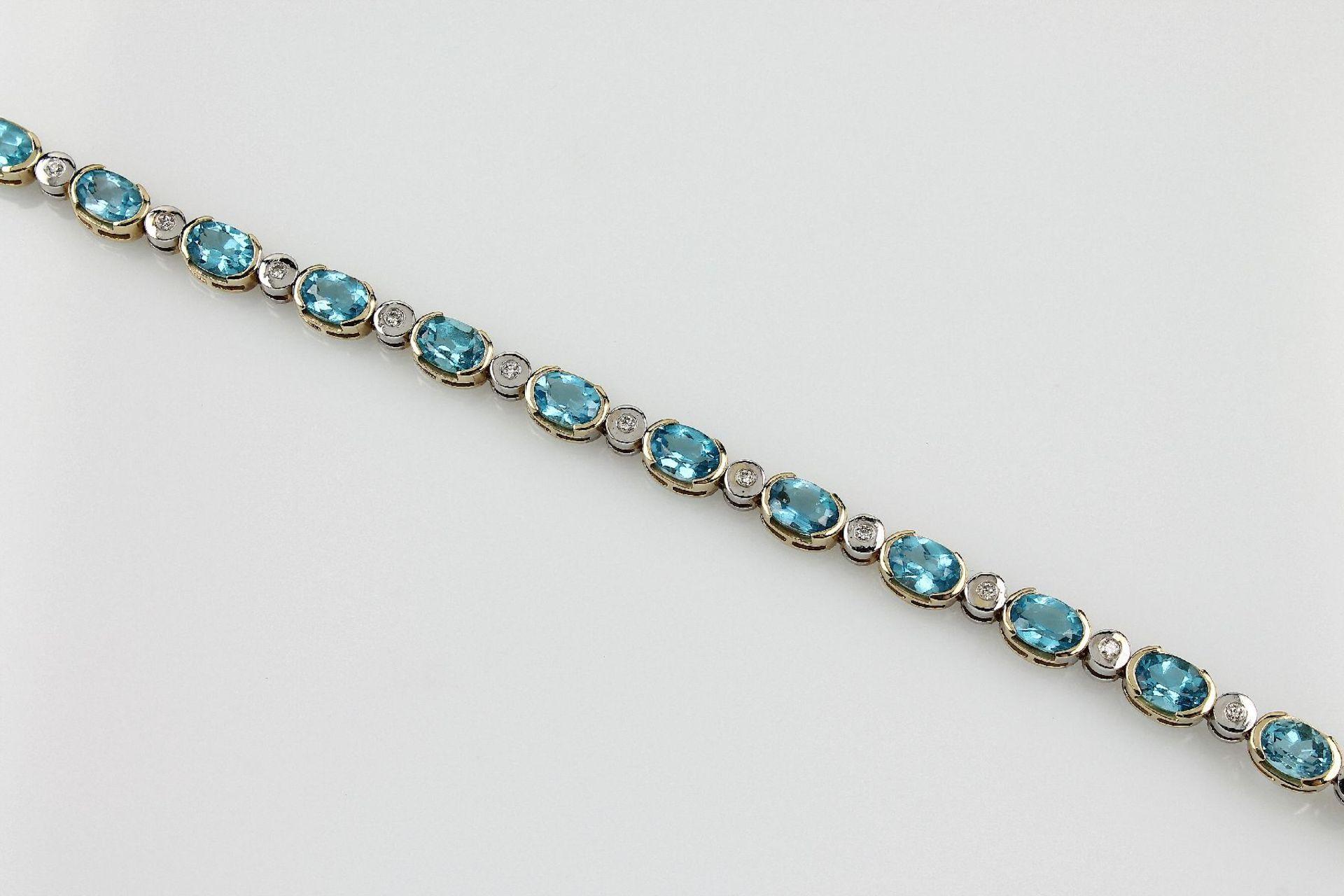 Los 31555 - 14 kt Gold Armband mit Blautopasen und Bril- lanten, GG/WG 585/000, ovalfacett. Topase (beh.) zus.