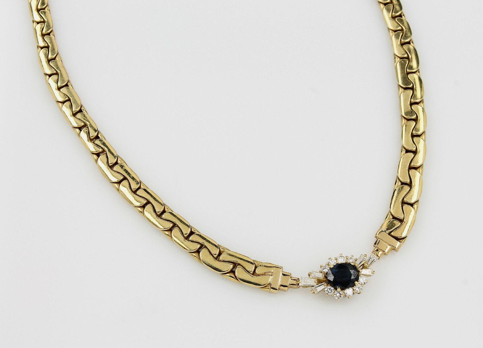 Los 31517 - 18 kt Gold Collier mit Saphir und Diamanten, GG 750/000, ovalfacett. Saphir ca. 2.05 ct und 10