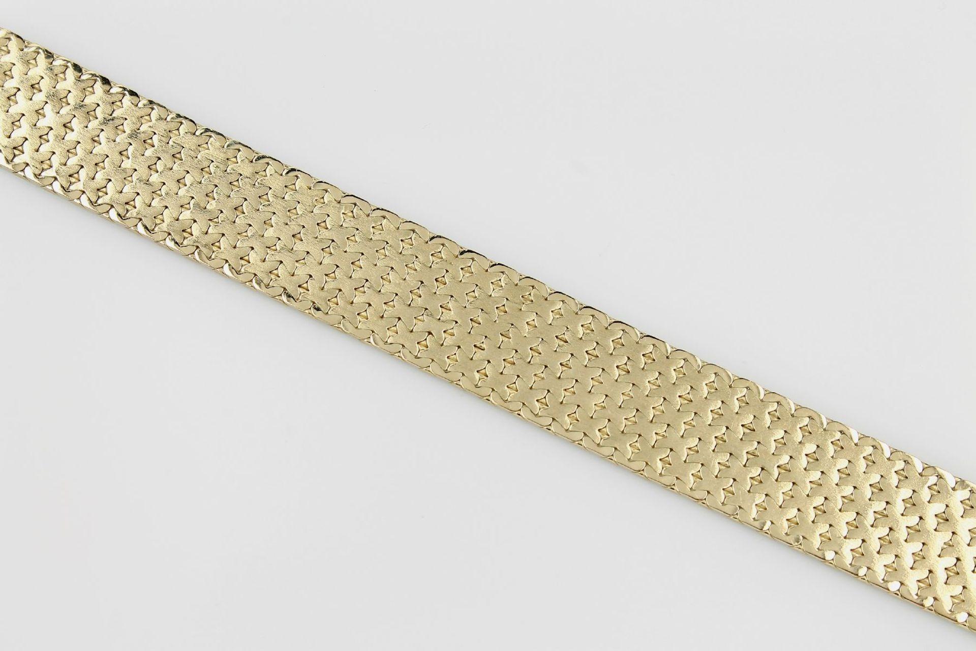 Los 31512 - Breites 14 kt Gold Armband, GG 585/000, ca. 38.5 g, Oberfläche struktur., L. ca. 19 cm, B. ca. 2