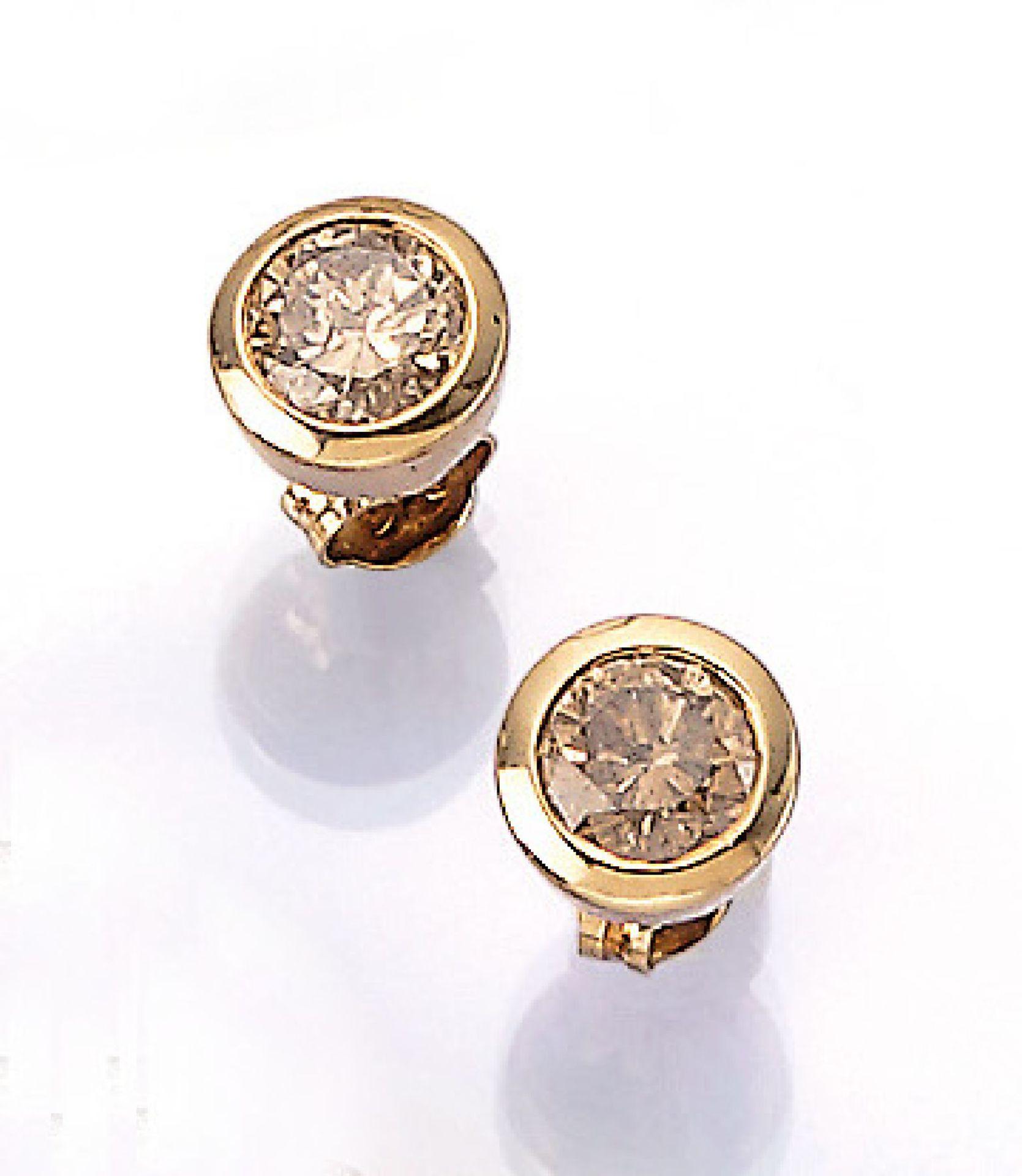 Los 31528 - Paar 18 kt Gold Ohrstecker mit Brillanten, GG 750/000, Brillanten zus. ca. 2.00 ct Braun/p, total