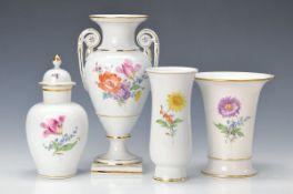 4 Vasen, Meissen, 2.H.20. Jh., Blume I. und Bukett, polychrom bemalt: Doppelhenkelvase, 2. Wahl, H.