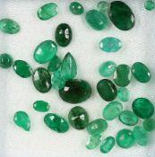 Lot lose Smaragde, zus. ca. 18 ct, versch. Größen und Schliffarten Schätzpreis: 1900, - EURLot loose