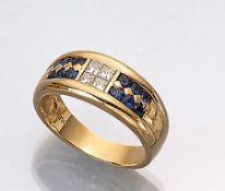 18 kt Gold Ring mit Diamanten und Saphiren, GG 750/000, mittig Diamanten im Princess-Cut zus. ca.
