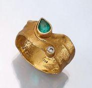 18 kt Gold Designer Ring mit Smaragd und Brillant, GG 750/000, ausgefallenes Design,asymm.