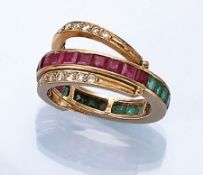 18 kt Gold Wendering mit Farbsteinen und Diamanten, GG 750/000, facett. Rubine und Smaradge zus. ca.