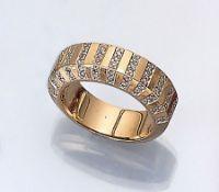 14 kt Gold Ring mit Diamanten, GG 585/000, Diamanten zus. ca. 0.60 ct Weiß/si, Ringschiene seitl.