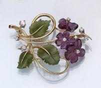 18 kt Gold Brosche mit Nephrit, Amethyst und Brillanten, GG 750/000, deutsche Juwelier-