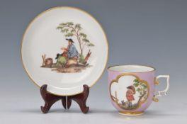 Tasse mit Untertasse, Meissen, um 1735, rosa Fond, Vierpassfassung mit Schäfer bzw. Wanderer,