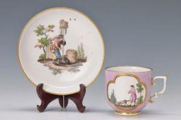 Tasse mit Untertasse, Meissen, um 1735, Schäfer bzw. Wanderer, polychrom bemalt, Goldstaffage, Griff