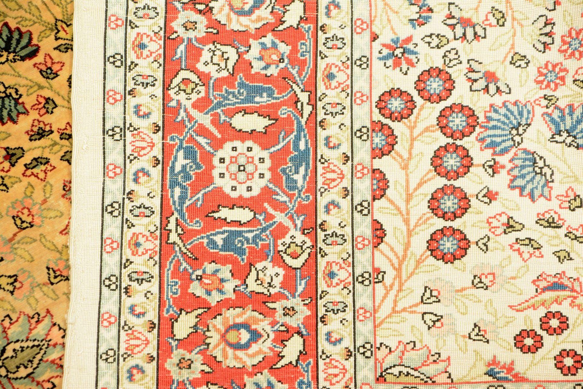 Seiden Hereke alt (Signiert), Türkei, um 1970/1980, reine Naturseide. Feiner nummerierterHereke - Bild 12 aus 12