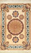 Feiner Esfahan, Persien, ca. 15 Jahre, Korkwolle mit und auf Seide, ca. 167 x 110 cm,feine Qualität,