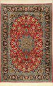 Feiner Esfahan, Persien, ca. 30 Jahre, Korkwolle mit und auf Seide, ca. 166 x 110 cm,ca. 1,0 Mio.