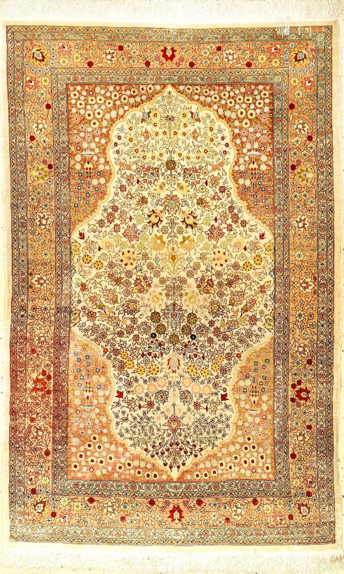 Seiden Hereke alt (Signiert), Türkei, ca. 60 Jahre, reine Naturseide, ca. 135 x 87 cm, EHZ: 2Fine