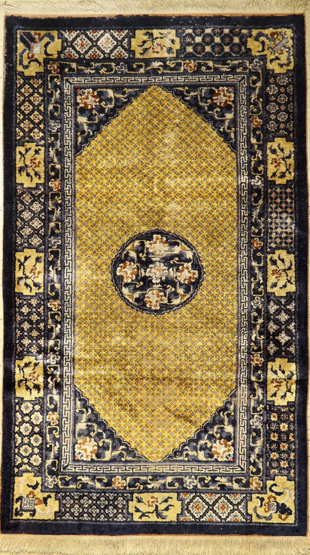 Seiden China alt, China, um 1950, Seide aufBaumwolle, ca. 207 x 122 cm, EHZ: 4Chinese Silk Rug,