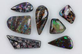 Konvolut 7 lose Opale, best. aus: 1 x Boulderopal, ca. 23.5 ct, 1 x Yowah-Nuss Opal, ca. 22.4 ct,
