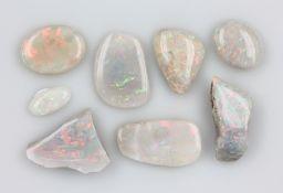 Konvolut 8 lose helle Opale, best. aus: 1 xca. 7.10 ct, 1 x ovaler Cabochon, ca. 7.99 ct,1 x 1.89