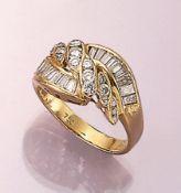 18 kt Gold Ring mit Diamanten und Brillanten, GG 750/000, Diamant-Baguettes und Brillanten zus.