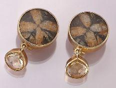Paar 18 kt Gold Ohrclips mit Chiastolith und Citrinen, GG 750/000, runde Einlage aus Chiastolith,