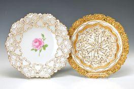 Zwei Prunkteller, Meissen, 2. H. 19 Jh. bzw. 2. H. 20. Jh., 1x Rosendekor, reicher Golddekor, D. ca.