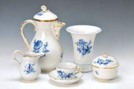 Mokkaservice, Meissen, 60er Jahre, 2. Wahl, blauer Blumendekor, Goldrand, Form Neuer Ausschnitt,