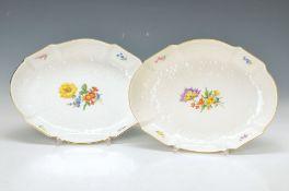 Zwei ovale Schalen, Meissen, 20. Jh., 2. Wahl, Reliefdekor, bunte Blumenmalerei, je ca. 4.5x25.