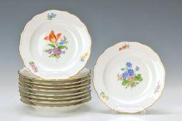 Zehn Gebäckteller, Meissen, 2. H. 20. Jh., gestreute Blumen, gold gehöht, D. jeweils ca. 13.5cm10
