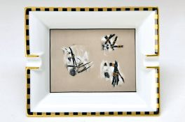 Aschenbecher, Hèrmes Paris, 20. Jh., Pferdemotiv, Goldrand, ca. 4x20x16.5cmash-tray, Hèrmes Paris,