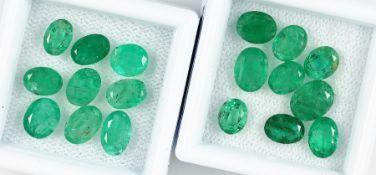 Lot lose Smaragde, zus. ca. 11.5 ct, oval facett., versch. Größen Schätzpreis: 780, - EURLot loose