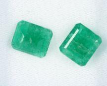 Lot 2 lose Smaragde, zus. ca. 7.75 ct, rechteckig facett., versch. Größen Schätzpreis: 980, - EURLot