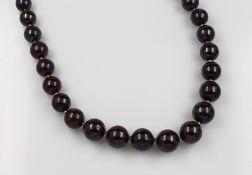 Collier aus Opalen, Kugelschließe GG 585/000, 29 Boulder-Opalkugeln im Verlauf D. ca. 12 - 15.4
