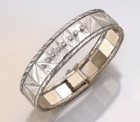 18 kt Gold Armband mit Diamantbesatz, ca. 35.6g, WG 750/000, Band abstr. floral grav., z.T. pol.,