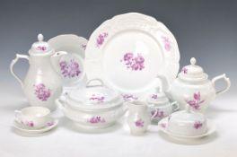 Umfangreiches Mokka-, Kaffee- und Teeservice, Rosenthal, 2.H.20.Jh., Dekor Purpur Blume, große