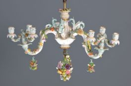 Deckenleuchter, Meissen, um 1880/90, drei Arme mit applizierten Blumen, ein Arm mit Vogel,