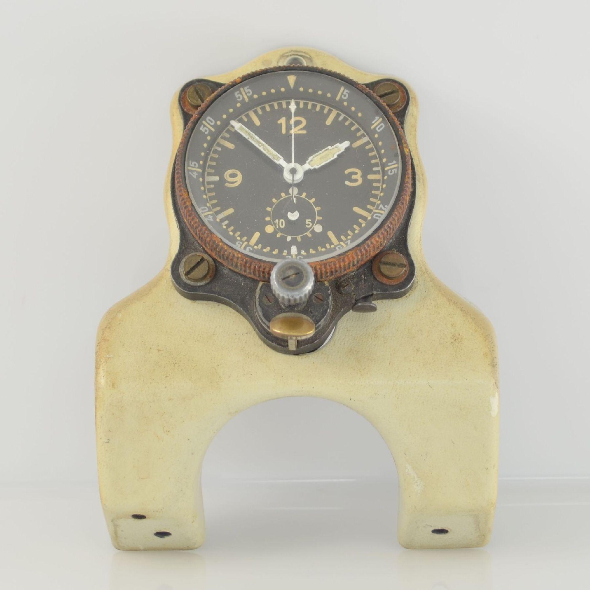 JUNGHANS Borduhr mit Chronograph (Dashboard), Deutschland um 1940, schwarzes Metallgeh., montiert