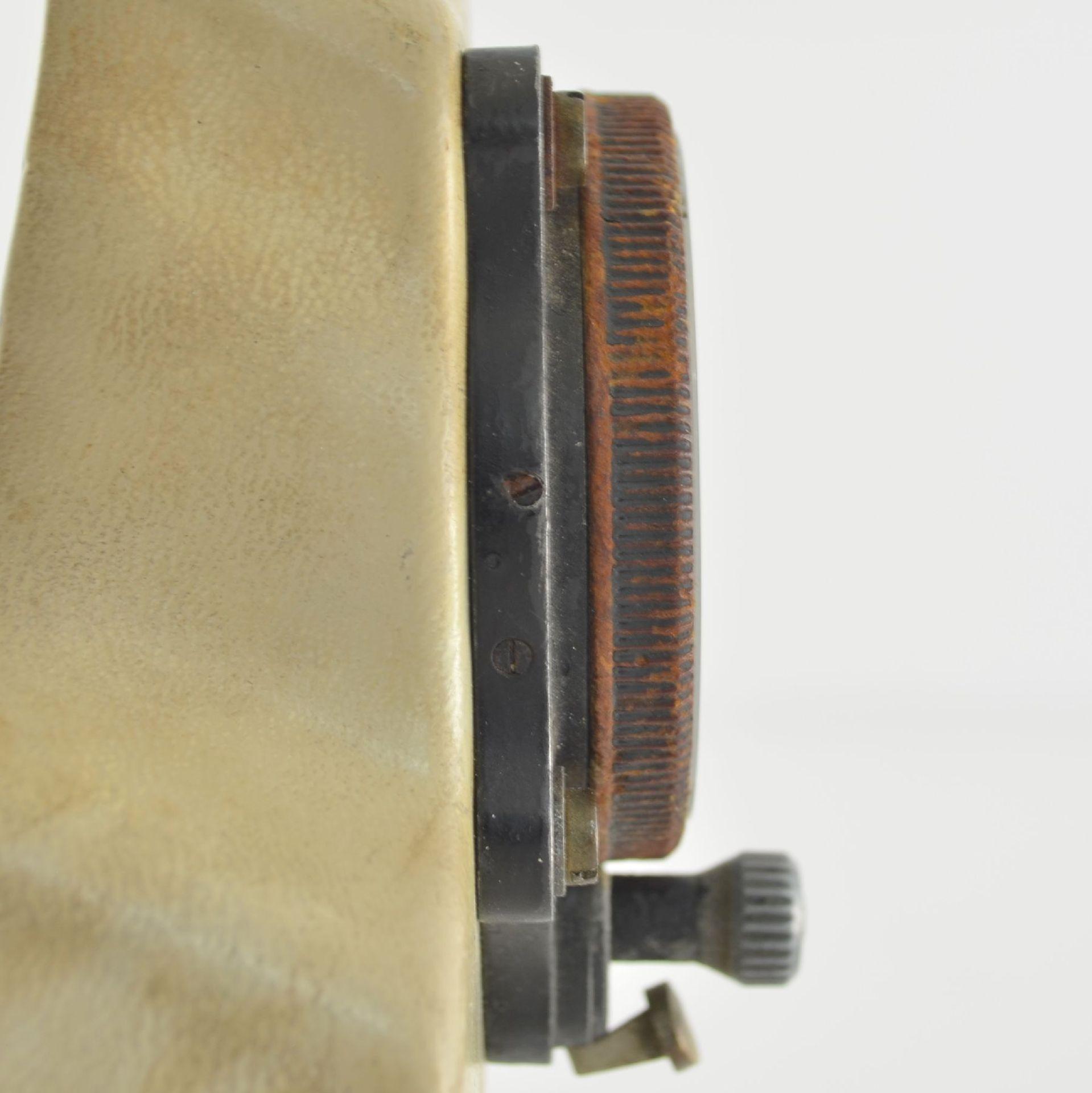 JUNGHANS Borduhr mit Chronograph (Dashboard), Deutschland um 1940, schwarzes Metallgeh., montiert - Bild 4 aus 6