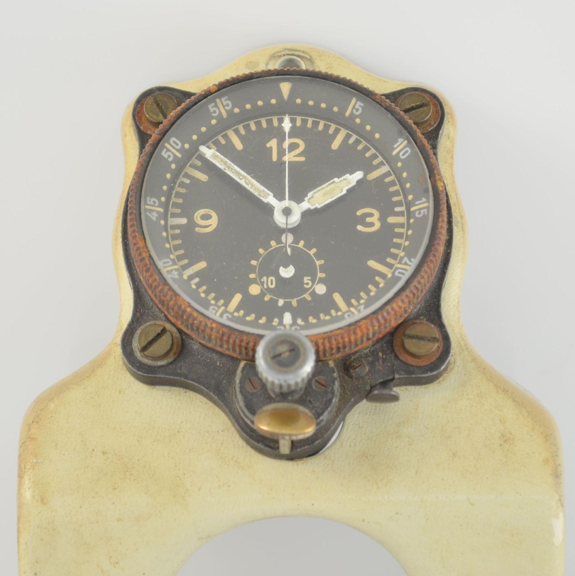 JUNGHANS Borduhr mit Chronograph (Dashboard), Deutschland um 1940, schwarzes Metallgeh., montiert - Bild 2 aus 6