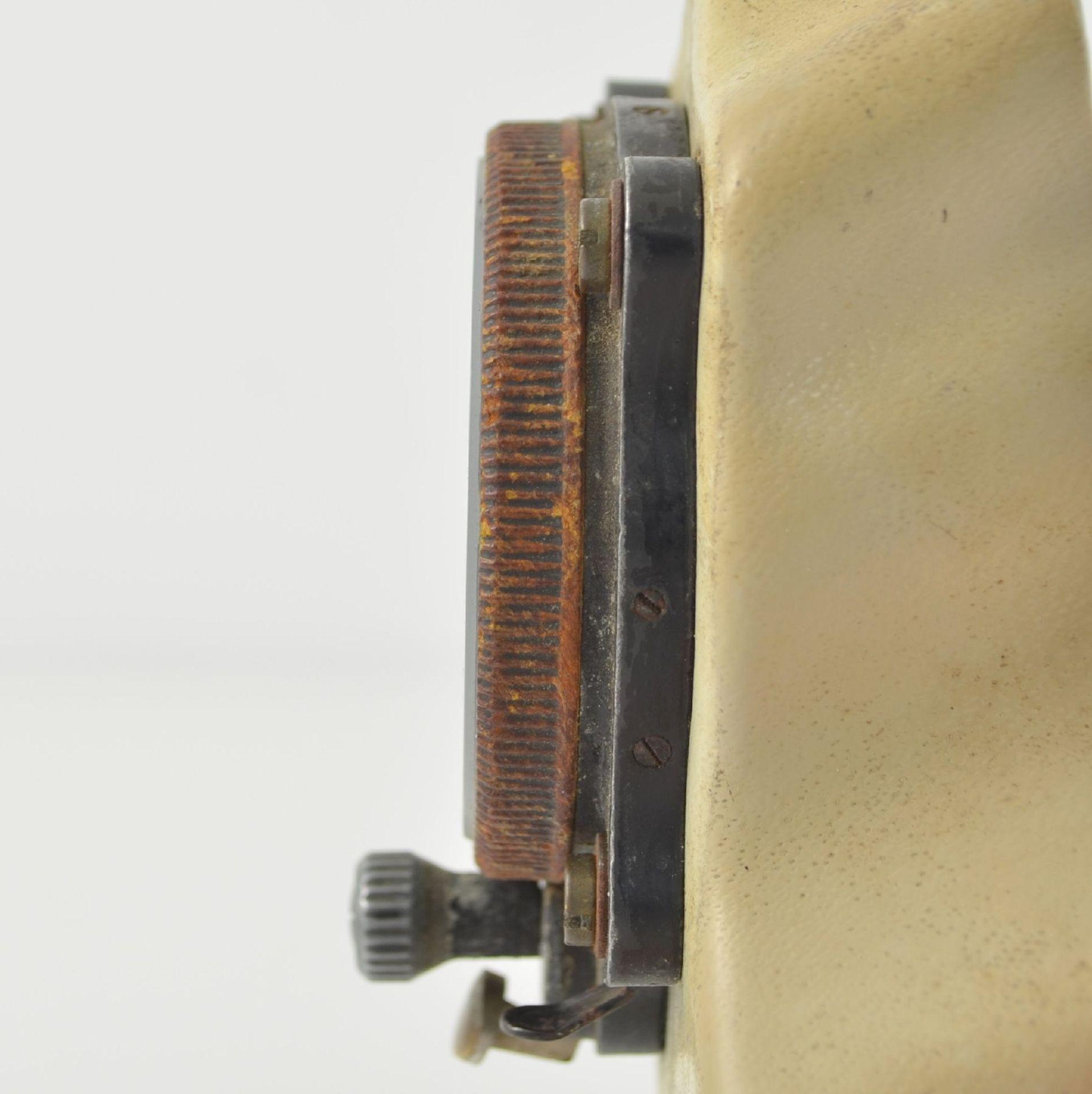 JUNGHANS Borduhr mit Chronograph (Dashboard), Deutschland um 1940, schwarzes Metallgeh., montiert - Bild 5 aus 6