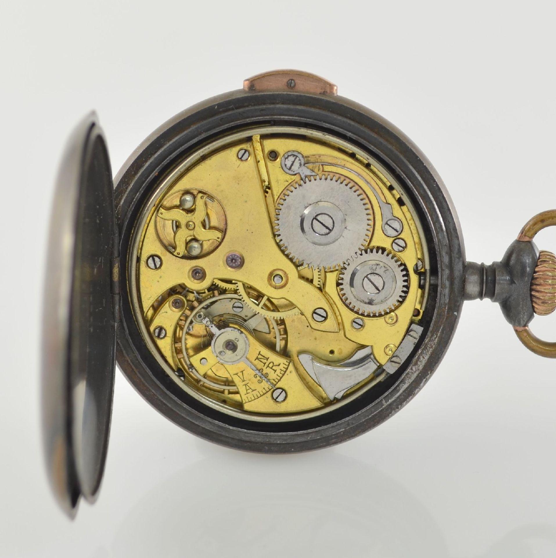 Offene Eisentaschenuhr mit 1/4-Repetition, Schweiz um 1900, brüniertes Geh. korr., Drücker f. - Bild 5 aus 6