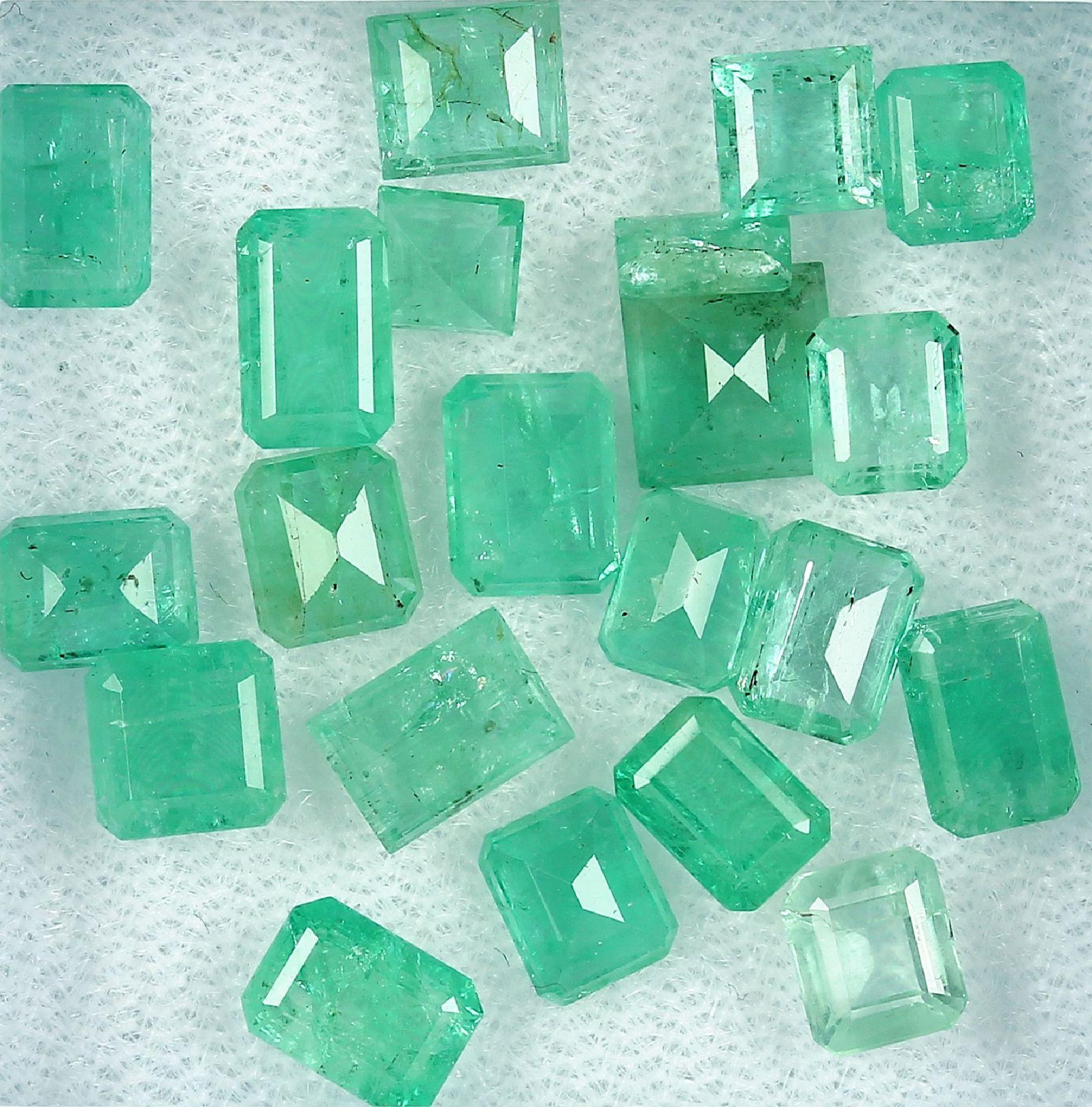 Los 70057 - Lot lose Smaragde, zus. ca. 14.4 ct, Smaragdbaguettes in versch. Größen Schätzpreis: 1600, -