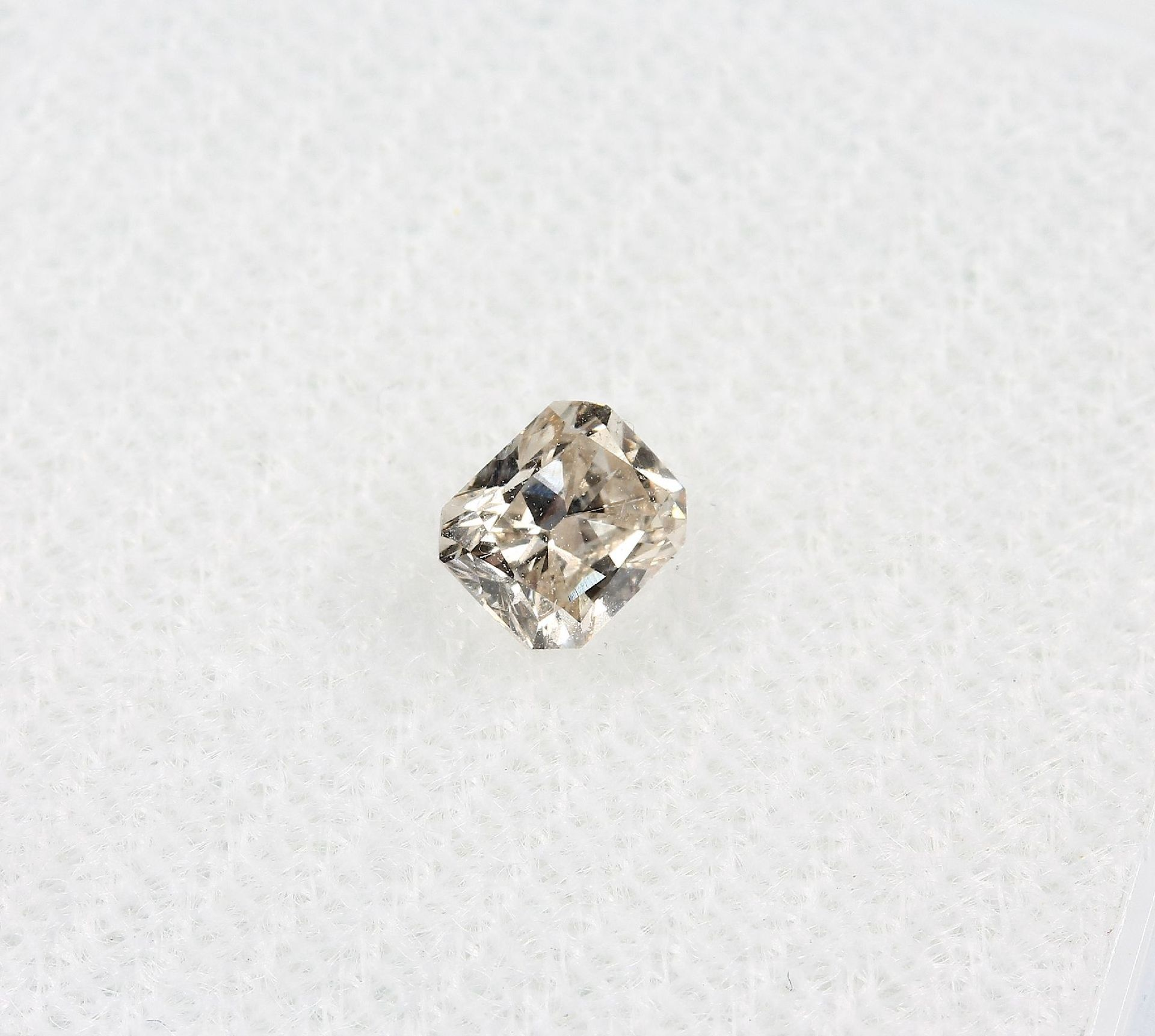 Los 70013 - Loser Diamantradiant, 0.40 ct get.(M)/si2, mit HRD-Expertise Schätzpreis: 810, - EURLoose diamond